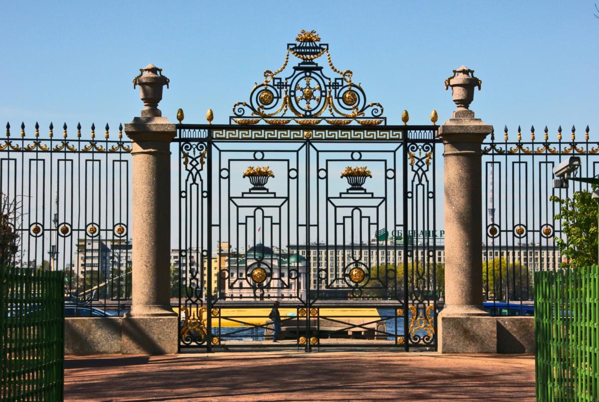 помощью картинки красивых оград уже было