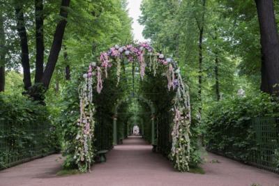 Берсо от компании Legi-Artis на фестивале Императорские сады России 2018 Цветочная ассамблея