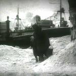4. Кадр из фильма Жила-была девочка 1944 г. У Невской ограды Летнего сада